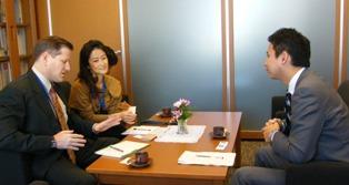 ヒューマン・ライツ・ウォッチのアジア局長代理と会談