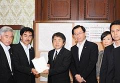 原子力事故被害緊急措置法案を参院に提出