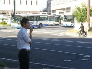 岡山駅前で街頭演説
