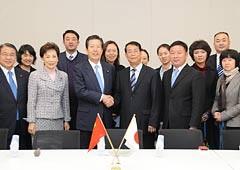 中国青年代表団一行を歓迎